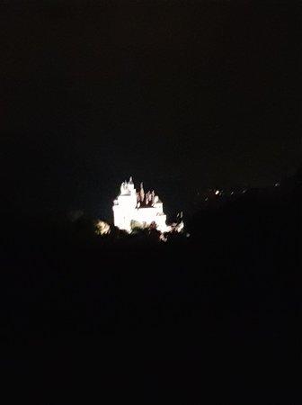 En face, le château de Menthon St Bernard