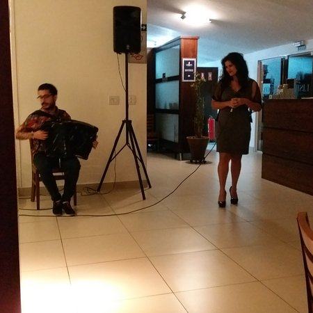 Noite do Fado com a cantora Larissa Lima (Fado night with singer Larissa Lima)😍💖