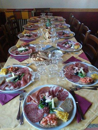 Al Ristorante LA CAPRETTA. menu' semplice e di qualita' loc.  Poggio della Capretta Parrano 05010 a 5 km dalla Scarzuola. Www.lacapretta.it