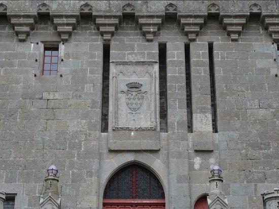 Vestiges du pont-levis avant la transformation de l'accès au château
