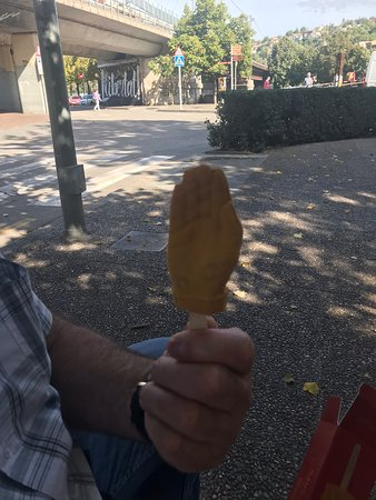 'Game Of Thrones' Small Group Tour in Girona from Barcelona: GOT tour - Jamie's Golden hand Ice Cream treat