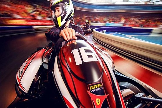 Abu Dhabi-stadstour met Ferrari World ...