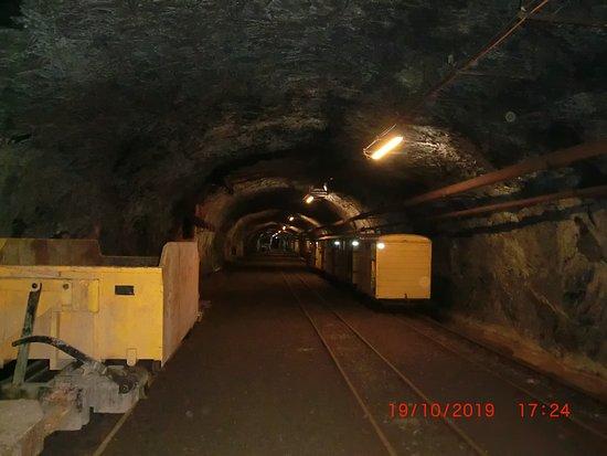 Bergwerkzug im Hauptbahnhof, zwei Kilometer weit im Inneren des Gonzen.