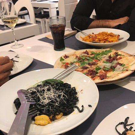 Madrid... enamorada de ti..... pero sin dudas cuando estas en esta hermosa ciudad y se t antoja comida Italiana....La Mafia se sienta a la mesa....es el sitio perfecto..!!!!