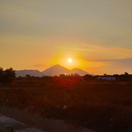 Zefiria, Grecia: 💖🇬🇷🌅Beautiful sky color as the sun leaves on a beautiful night.🌅🇬🇷💖