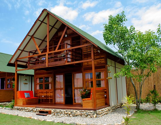 Palomino, Colombia: Two Floor Cabin with a private bathroom, terrace, balcony, minibar, 1 king bed & 2 bunk beds, fans. Ideal for big families or groups of friends.Views to the garden pool and to the Sierra Nevada.