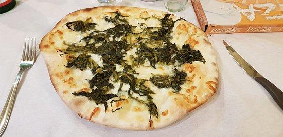 Porano, Italië: Pizza mozzarella e broccoletti.... squisita!
