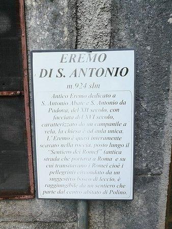 Polino, Italia: cartello davanti all'eremo