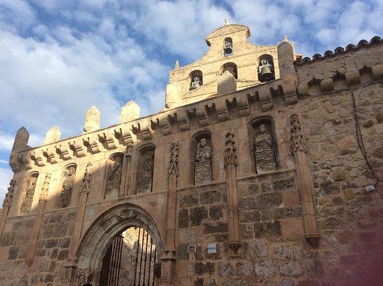 Ona, España: Fachada