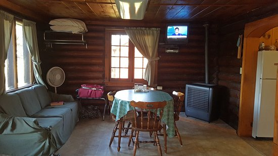 Edgewater Resort: Cabin #2, the front room