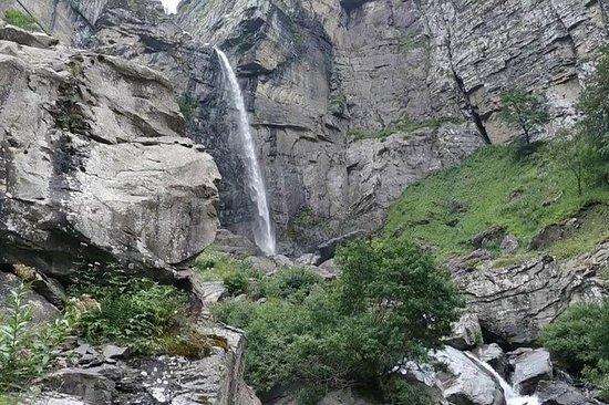 Vandra till Laza och Mujug vattenfall