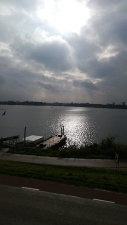Niftrik, Hà Lan: De zon die doorbreekt na een regenbui..
