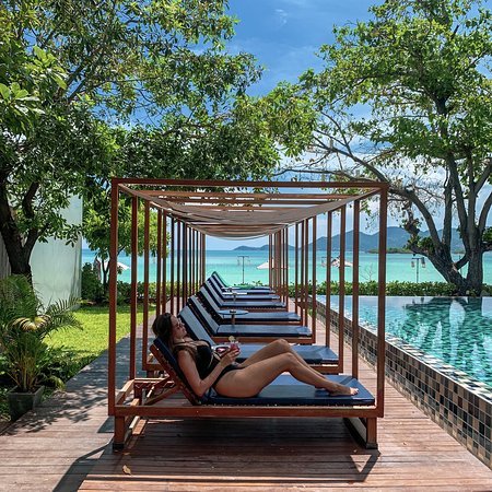 Life is COOL by the POOL & the SEA😎🏝️ @casademarsamui  For more information or make a reservation please Call: +66 77969480 WhatsApp: +66 887604263 Email: reservation@casademarsamui.com