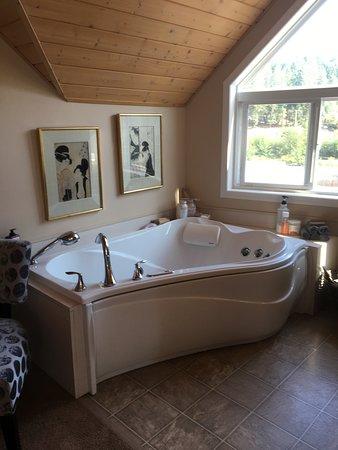 Nanaimo, Canada: King Suite Loft ensuite