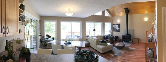 Nanaimo, Canada: Retreat Lounge which can be enjoyed by guests.