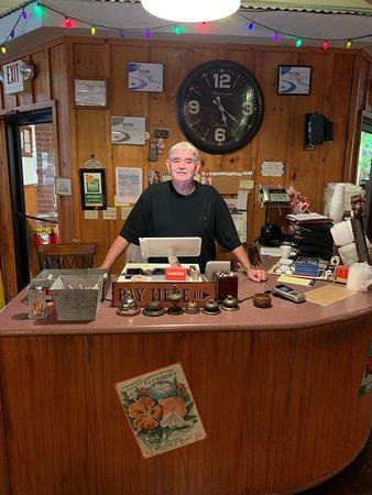 Trenton, GA: Meet Larry owner of Larry's Buffet