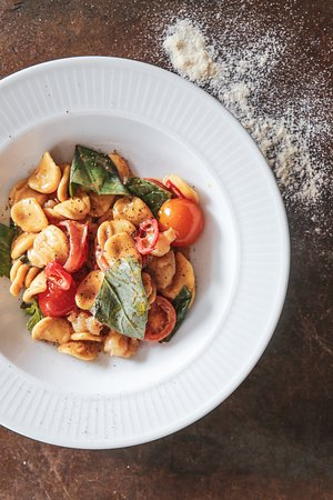 Orecchiette with shrimps, tomato and basil
