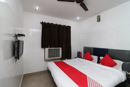 OYO 28423 The Uttam Hotel