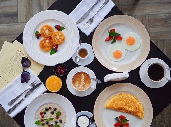 Завтраки по будням с 09:00 до 12:00