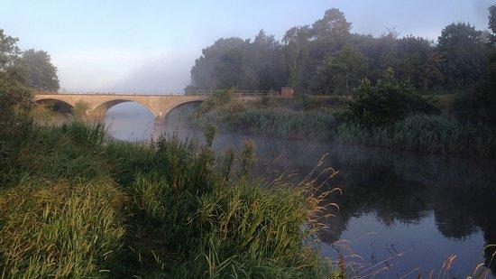 Langaa, เดนมาร์ก: Aftenstemning mellem broerne ved Gudenåen