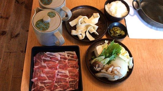 豚ロースすき焼定食 と サラダ惣菜バー食べ放題定食 (2019/10/23)