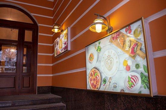 Вход в кафе Casa Leone со стороны Лубянского проезда