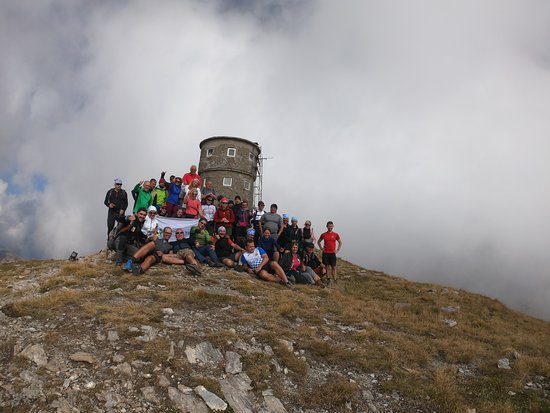 Popova Shapka, Республика Македония: The highest peak of Sharri's mountain can never get any better hiking it together with 45 hikers from Poland.  They climbed Tito peak from the winter trail, facing 5 peaks who were all +2500 masl.   In the end all i saw was happiness and smiley faces, it was a sign that we can do it all day long, JUST BRING IT ON!