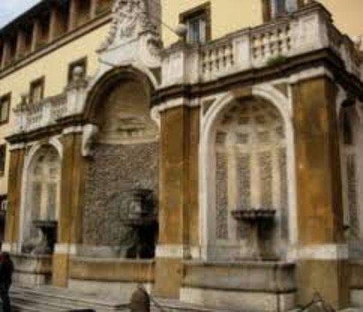 Fontana di Piazza San Pietro