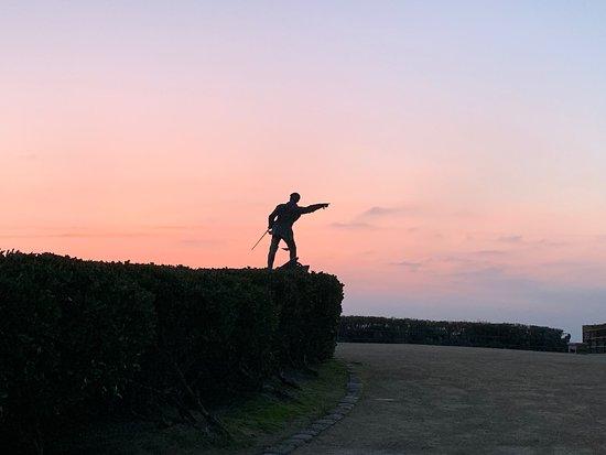 Statue Robert Surcouf