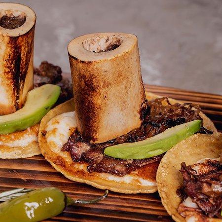 Sonora Grill Mérida: Los Tacos de Rib Eyecon Tuétanos se han convertido en uno de nuestros platillos favoritos. Su combinación de sabores hace que sean perfectos para la hora de la comida e incluso para la cena. ¡No querrás compartirlos! 👌🏼😍