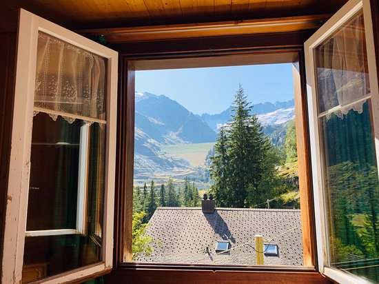 Goeschenen, Schweiz: Lovely view from our room (no 6 I think), at the far end of the floor in the main building.