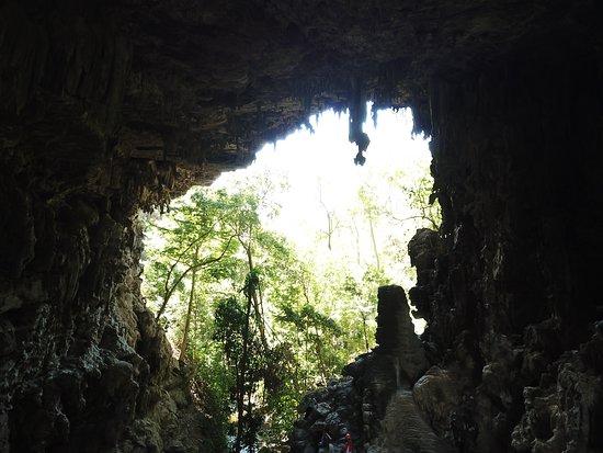 Dianopolis: impressionante trilha em Vale Cárstico onde pode ser contemplados vários fenômenos geológicos como sumidouros ressurgências e cavernas.