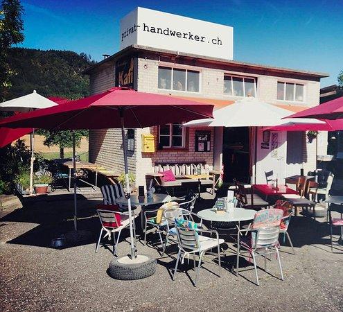 Turgi, Suiza: Wunderschönes Kafi am Sunntig, mal draussen oder auch drinnen