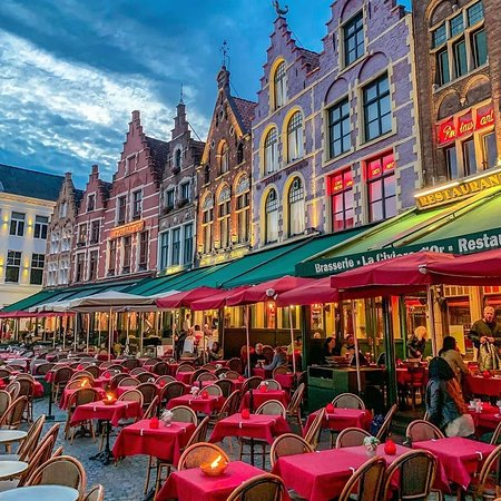Бельгия: A colorful setting in Brugge, Belgium✨❤ . IG 📷:@lorigavalda .  FOLLOW👉@mustdotravels FOLLOW👉@mustdotravels FOLLOW👉@mustdotravels .  ____________________________________ 🔛TURN POST NOTIFICATIONS ON .