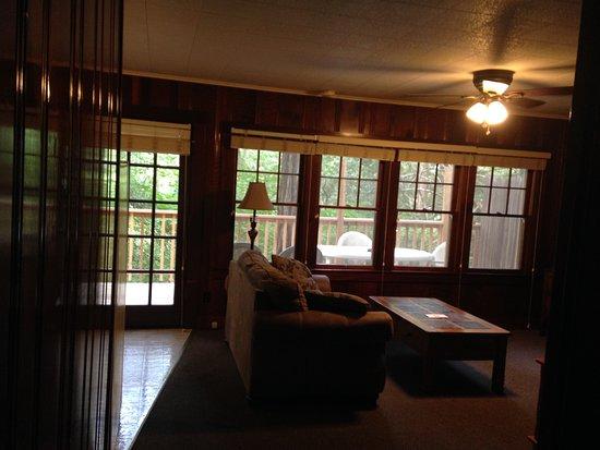 Miranda, Kalifornie: Living room with lovely windows