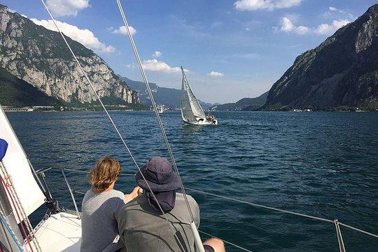 Un día en un barco de vela en el lago...