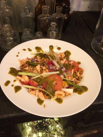 Salmon salad with pesto