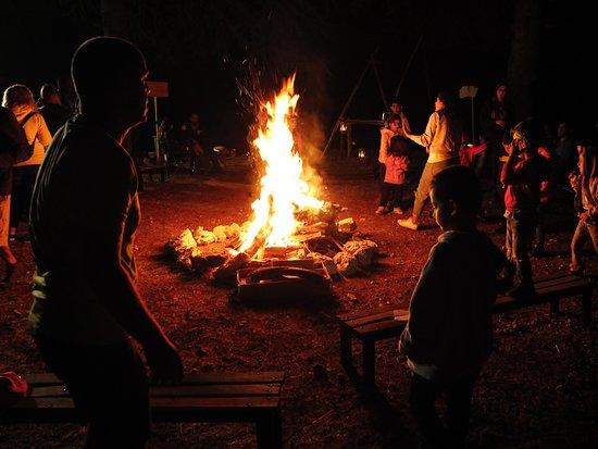 Faitroun, Ливан: Feu de Camp des Anciens du Groupe Saint-Michel de Jeita a' Feytroun en Septembre 2019