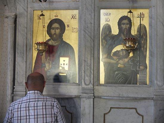 Nella Chiesa del Monastero ortodosso di Nouriyye a Chekka, nord Libano