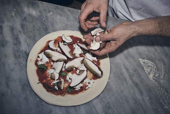 Pracchia, Italia: Pizza in preparazione!