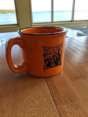Omena, MI: Nice mug for $10, they fill it with wine