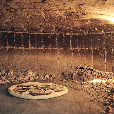 Pracchia, Italia: Cottura in forno a legna