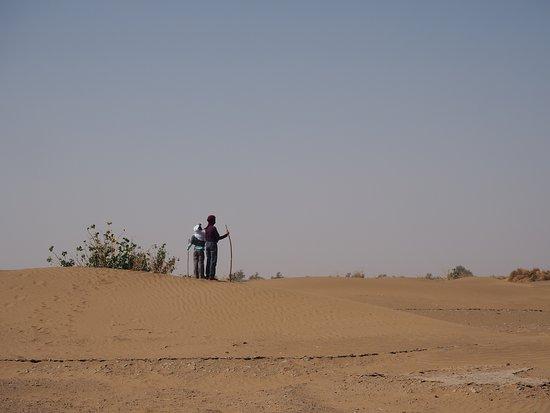 Caravane Desert Et Montagne