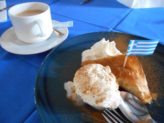Knivsta, Suecia: バクラバ(アイス付き)とカフェオレで午後のひと時を過ごす
