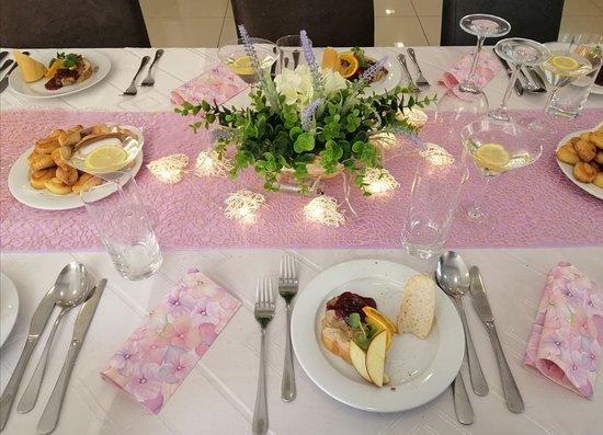 Tovarniky, Eslovaquia: Nedeľný slávnostný obed v našej reštaurácii.