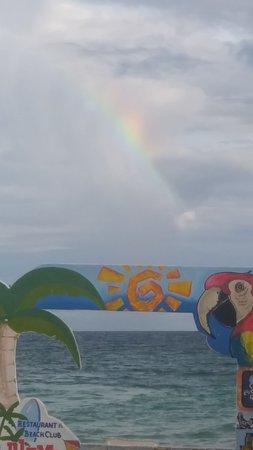 Playa de xpuha una maravilla un atardecer en un domingo familiar