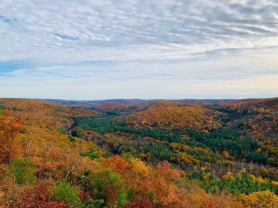 Barkhamsted, CT: Autumn hiking