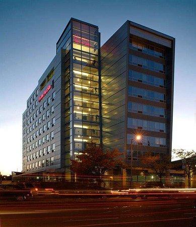 Hampton Inn & Suites Boston Crosstown Center Hotel