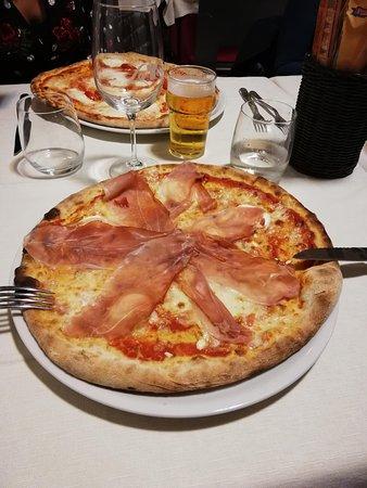 Pizza caprino e speck