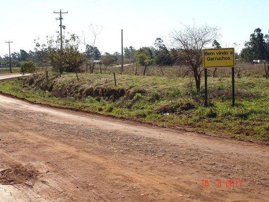 Garruchos, RS: Única identificação à cidade.